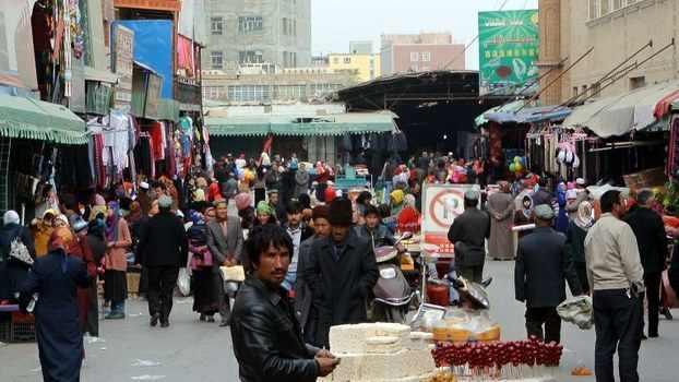 اجبار مغازه داران مسلمانان چین به فروش مشروبات الکلی