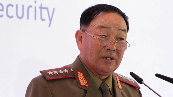 9ce5e3e2 cc9e 4ee6 aa02 6c4d2dc5f52a 16x9 600x338 - وزیر دفاع کره شمالی به اتهام چرت زدن در مراسم رسمی اعدام شد