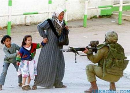 k - خشم و ماتم فلسطینیان در پی کشته شدن شش نوجوان و یک نوزاد به دست اسرائیل