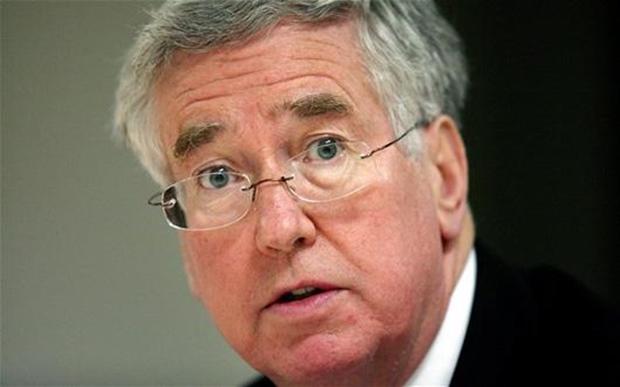 7581635433ingilizsavunmabakan - وزیر دفاع انگلستان به روسیه در مورد بمباران روستائیان سوری هشدار داد