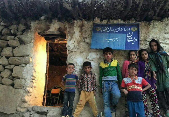 photo 2033 02 09 20 16  - نماینده مردم ایذه : دانش آموزان در محل نگهداری حیوانات درس می خوانند